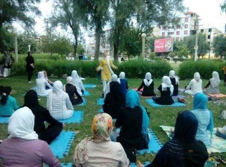 Conferenza di yoga presso la Moschea Soleyman, Khuzestan